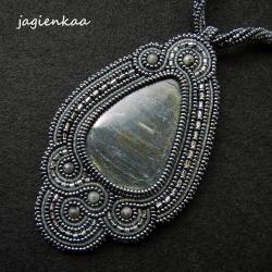 elegancki,unikalny,haft koralikowy,asymetryczny - Wisiory - Biżuteria