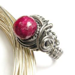 pierścionek,rubin,wrapping,misterny,elegancki - Pierścionki - Biżuteria