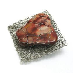 broszka,elegancka,koral,szydełko,pleciona - Broszki - Biżuteria