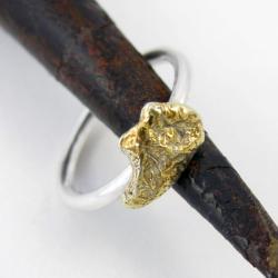 pierścionek,surowa bryłka srebra,złocony - Pierścionki - Biżuteria