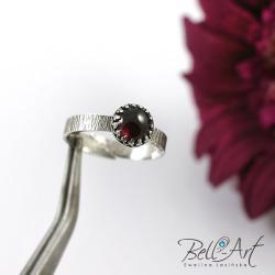 granat,delikatny,minimalistyczny - Pierścionki - Biżuteria