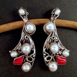 srebrne klipsy z białymi perłami i koralem - Klipsy - Biżuteria