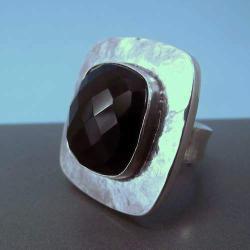 srebrny pierścionek z fasetowanym onyksem - Pierścionki - Biżuteria