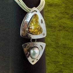 srebrny duży wisior z bursztynem i perłą - Wisiory - Biżuteria